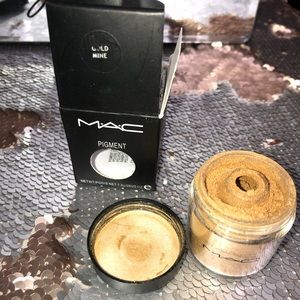 M.A.C. Eye pigment products